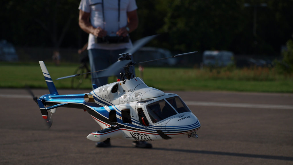 RC_Helicopter_Bell222_with_Pilot